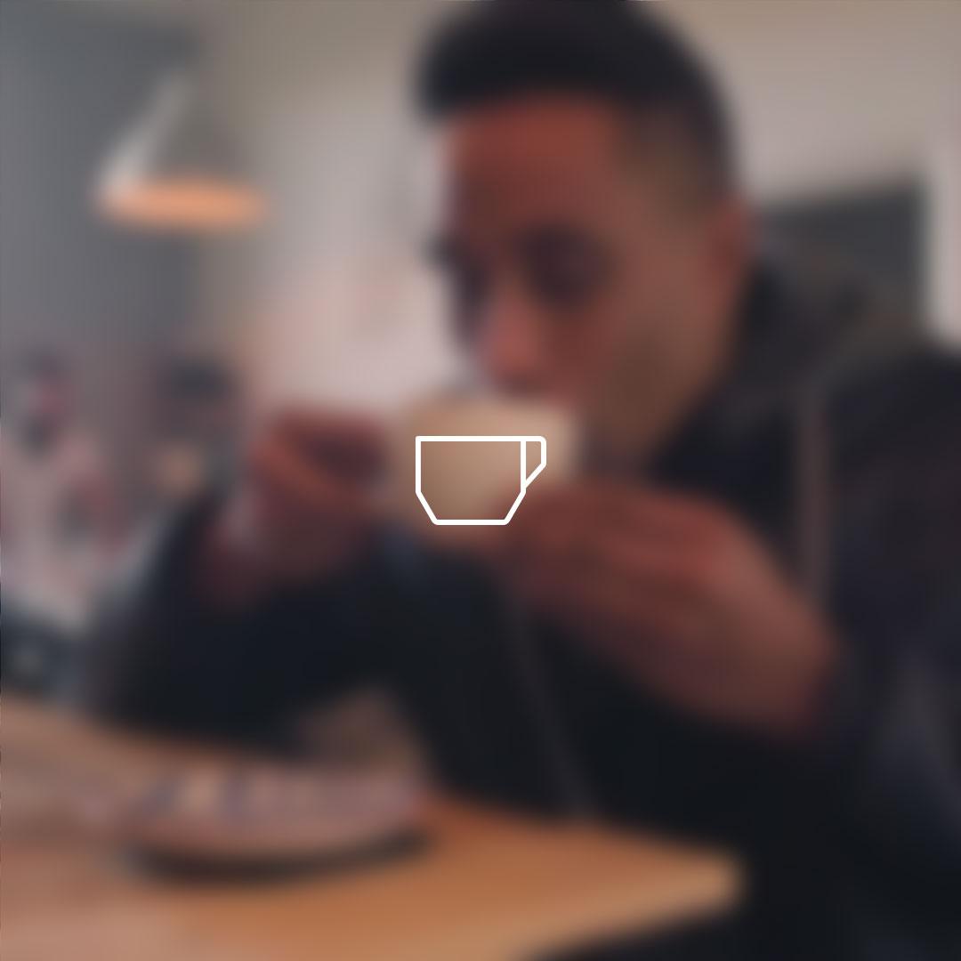 SAMLI-COFFEE-BLUR-L
