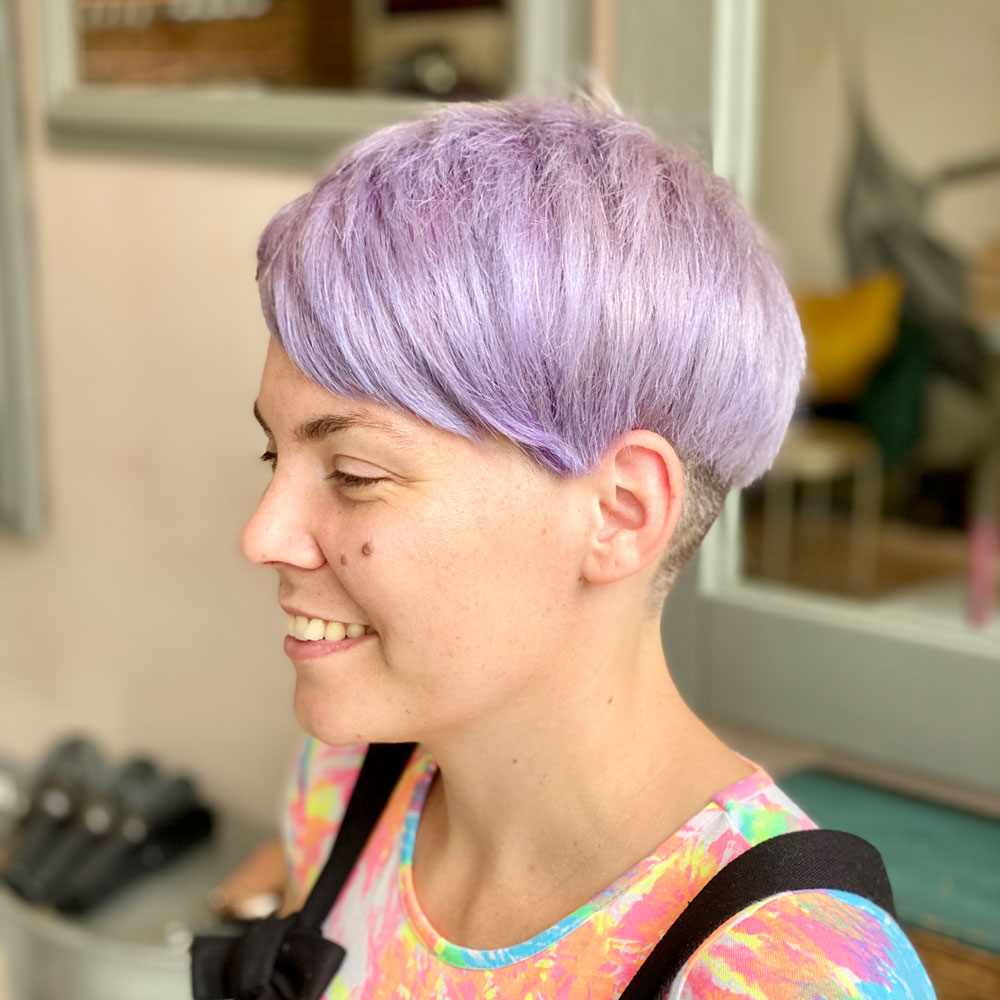 samlic-cuts-&-coffee-ladies-colour-purple-short-hair-fringe-side-profile