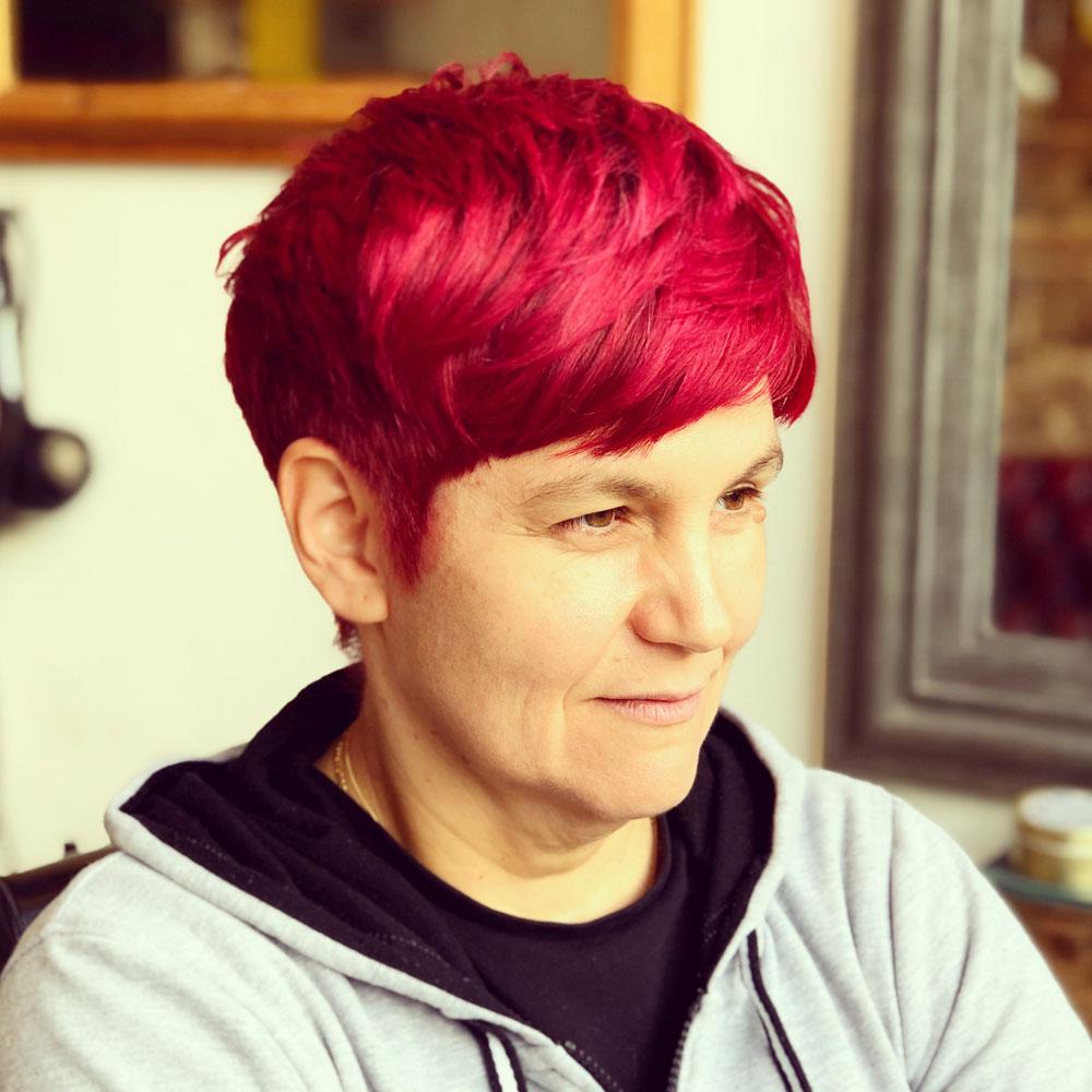 samlic-cuts-&-coffee-ladies-colour-red-short-hair-fringe