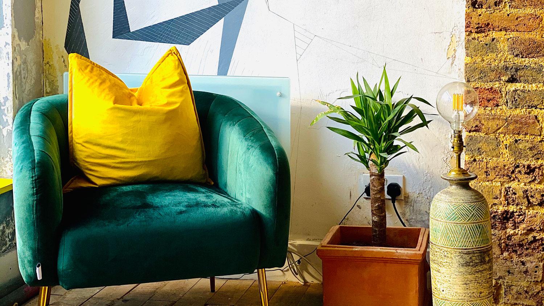 samlic-cuts-&-coffee-relaxing-lounge-area